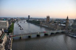1280px-River_Thames_and_Westminster_Bridge,_London-17Aug2009