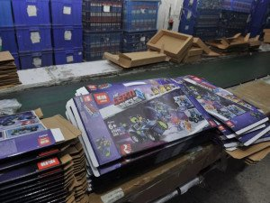 lepin-counterfeit-lego-police-intervention-shenzen-china_3-600x450